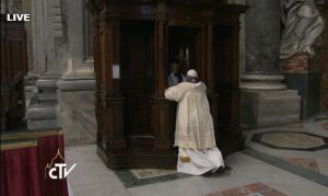 papa-si-confessa_944157