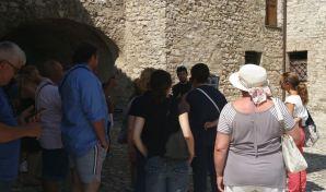 turisti castello2