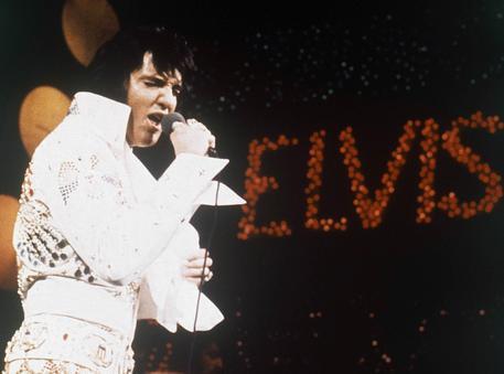 Elvis Presley, 40 anni fa l'addio a icona rock'n'roll